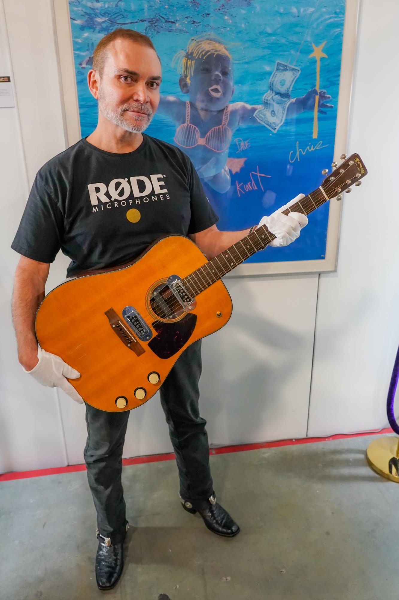 Gitar Ikonis Kurt Cobain Pecahkan Rekor Termahal Laku Rp 85 Miliar