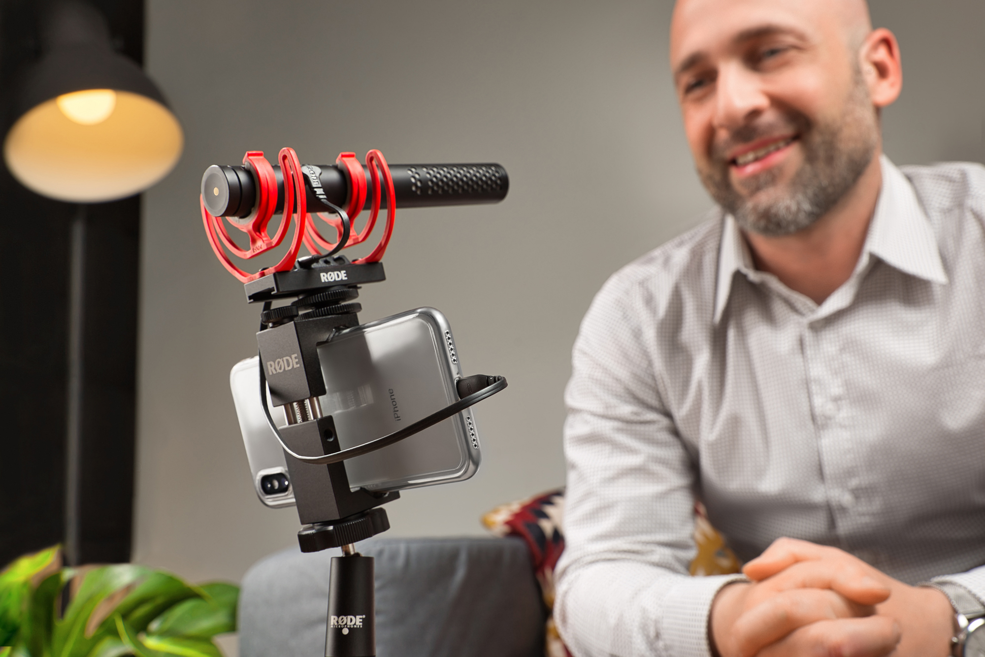videomicntg_r_de_sc15_usb_cable_videomic_ntg_iphone_compatible_skyping_livingroom_rgb.jpg